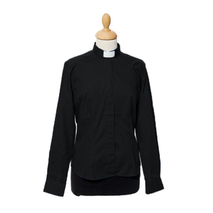 Strykfri prästskjorta av dammodell